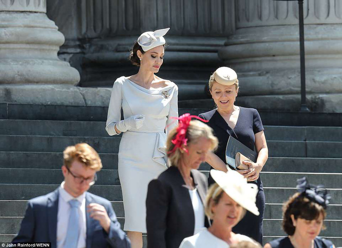 Angelina Jolie đẹp cuốn hút trong sự kiện hoàng gia - Ảnh 6.