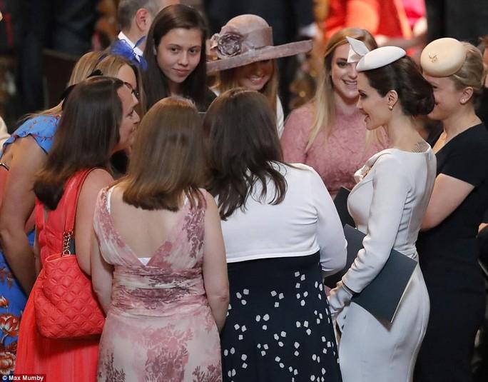 Angelina Jolie đẹp cuốn hút trong sự kiện hoàng gia - Ảnh 7.