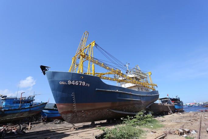 Vụ khốn đốn vì tàu vỏ thép nằm bờ: Đến lượt BIDV kiện ngư dân - Ảnh 2.