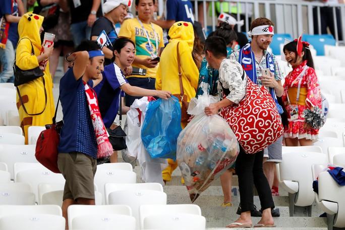 Nhật vào vòng 1/8 nhờ chơi... sạch, CĐV xuống đường ăn mừng - Ảnh 8.