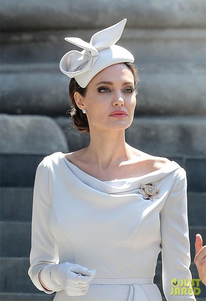 Angelina Jolie đẹp cuốn hút trong sự kiện hoàng gia - Ảnh 3.