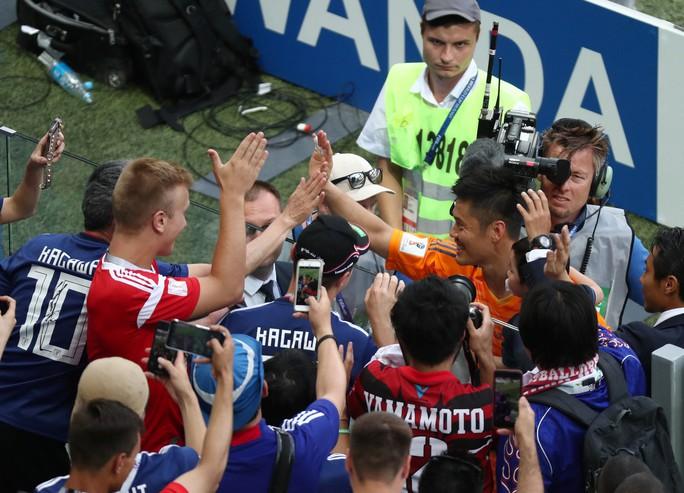 Nhật vào vòng 1/8 nhờ chơi... sạch, CĐV xuống đường ăn mừng - Ảnh 6.