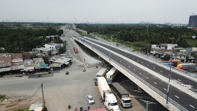 Cầu vượt tại nút giao Mỹ Thủy chính thức thông xe - Ảnh 2.