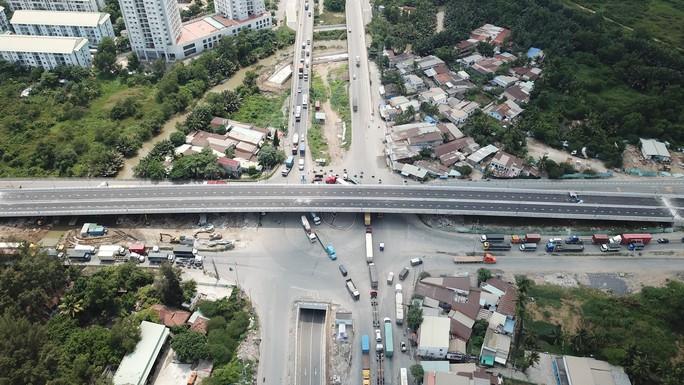 Cầu vượt tại nút giao Mỹ Thủy chính thức thông xe - Ảnh 3.