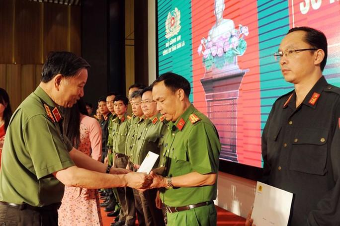 Bộ trưởng Tô Lâm nói về cuộc đấu súng vây bắt 2 trùm ma túy ở Lóng Luông - Ảnh 2.