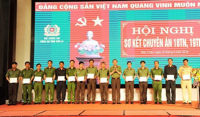 Bộ trưởng Tô Lâm nói về cuộc đấu súng vây bắt 2 trùm ma túy ở Lóng Luông - Ảnh 3.