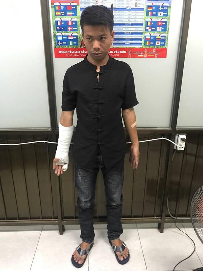 TP HCM: Chủ tiệm tóc bị đâm chết vì nợ 10 triệu đồng - Ảnh 1.