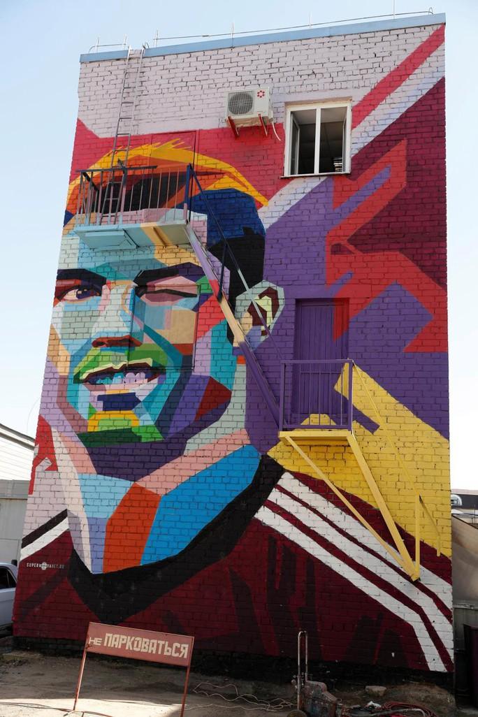 Messi bị ám ảnh bởi Ronaldo - Ảnh 1.