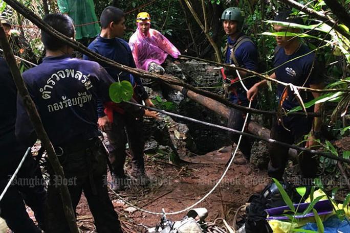 Hy vọng mới cứu đội bóng mắc kẹt trong hang động ở Thái Lan - Ảnh 2.