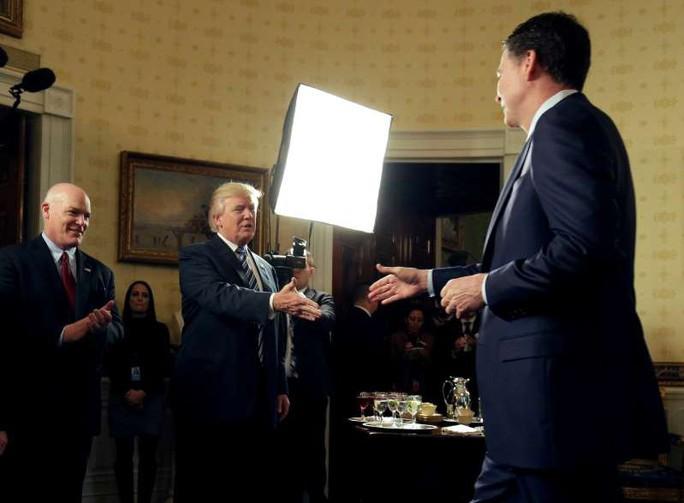 Tổng thống Donald Trump làm gì cũng không bị truy tố? - Ảnh 2.
