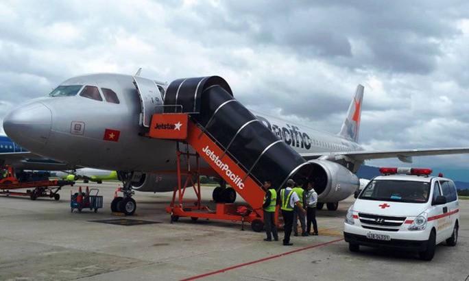 Hành khách kêu lớn, ngất xỉu trên máy bay từ Hà Nội đi Đà Lạt - Ảnh 1.