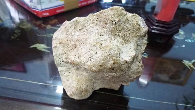 KỲ LẠ: Hai viên đá thơm như nước hoa, 5 tỉ chưa bán - Ảnh 2.