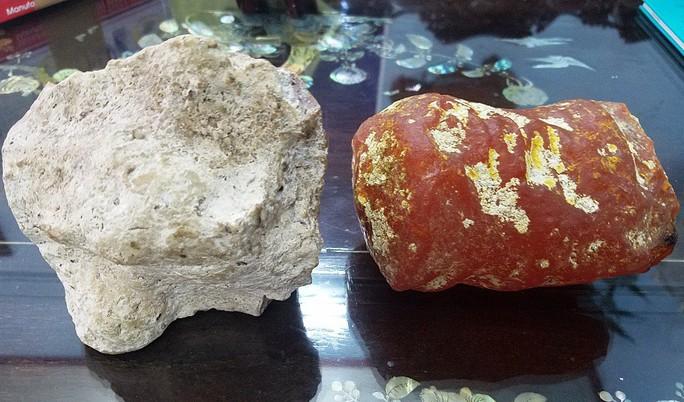 KỲ LẠ: Hai viên đá thơm như nước hoa, 5 tỉ chưa bán - Ảnh 1.