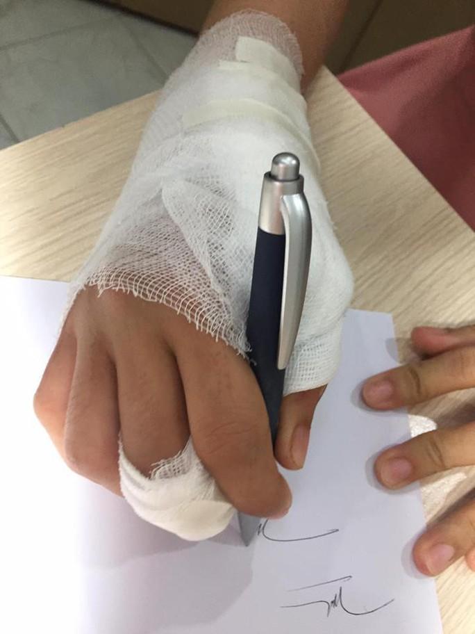 Căng thẳng cứu sống bàn tay bị xe tải cán qua - Ảnh 1.