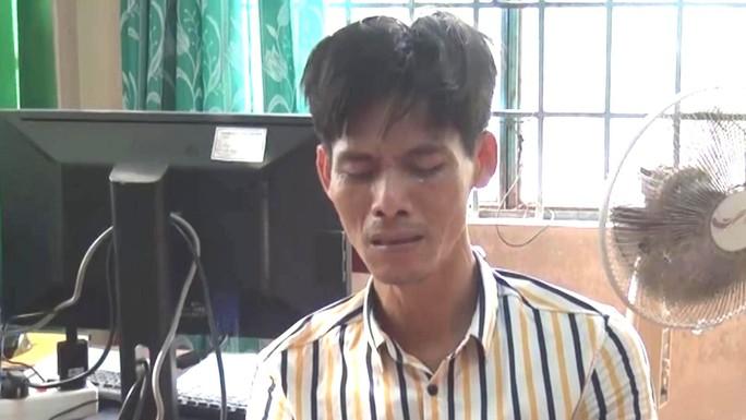 Gã giang hồ thứ thiệt bật khóc khi bị phát hiện tàng trữ ma túy đá - Ảnh 1.