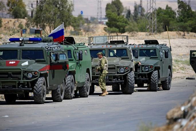 Đợt triển khai lạ lùng của Nga ở biên giới Syria - Ảnh 1.
