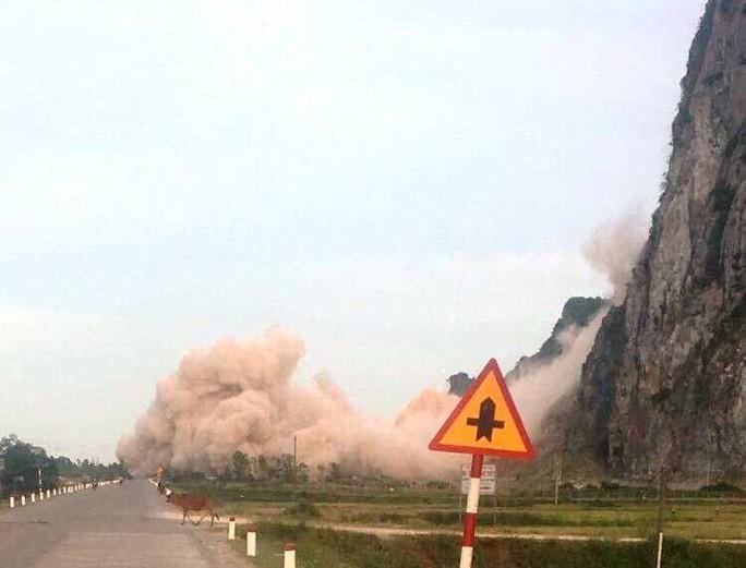 Thót tim cảnh doanh nghiệp nổ mìn trên quốc lộ - Ảnh 2.