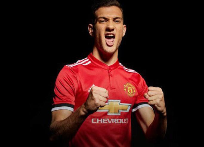 Man United chiêu mộ thành công sao trẻ Bồ Đào Nha - Ảnh 3.