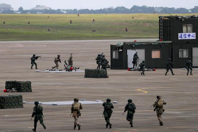 Bị Trung Quốc đe dọa, Đài Loan tập trận lớn - Ảnh 3.
