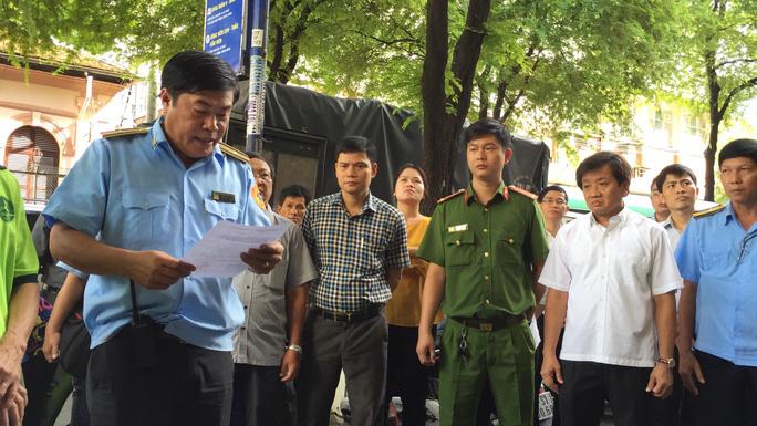 Cưỡng chế chung cư 60 tuổi ở trung tâm Sài Gòn - Ảnh 4.