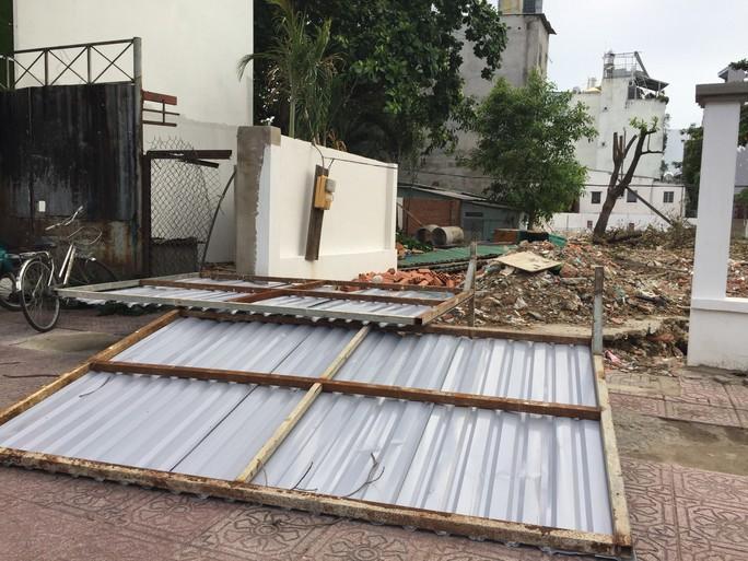 Lốc xoáy nhiều nơi ở Sài Gòn, cây xanh ngã rạp, 3 người trọng thương - Ảnh 20.