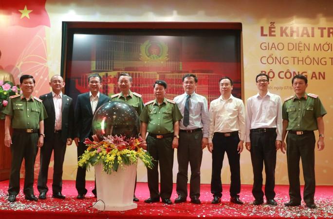 Bộ trưởng Tô Lâm bấm nút ra mắt giao diện Cổng thông tin điện tử mới - Ảnh 1.