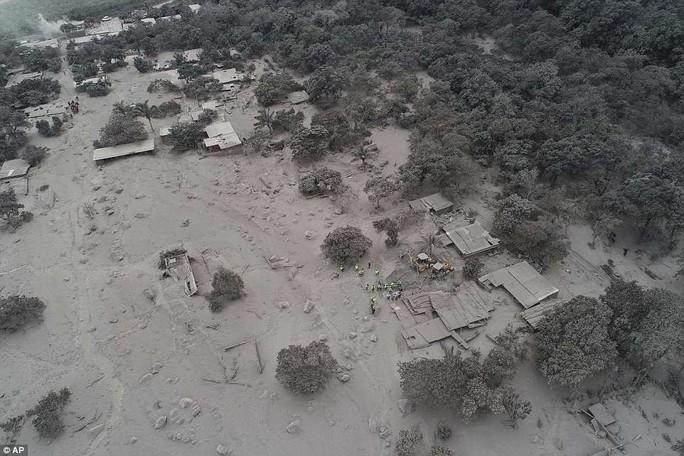 Khốc liệt hình ảnh trước và sau thảm họa núi lửa ở Guatemala - Ảnh 8.