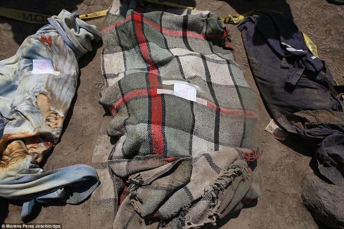 Khốc liệt hình ảnh trước và sau thảm họa núi lửa ở Guatemala - Ảnh 11.