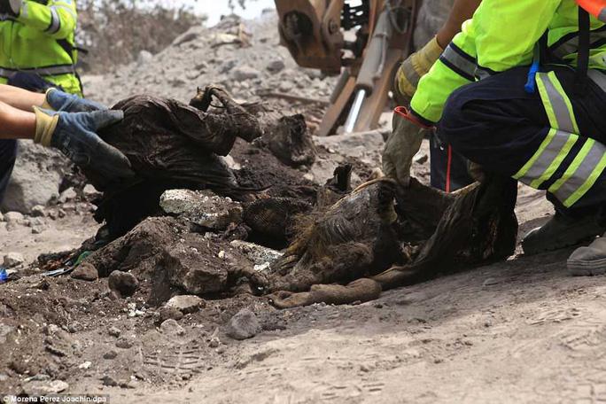 Khốc liệt hình ảnh trước và sau thảm họa núi lửa ở Guatemala - Ảnh 12.