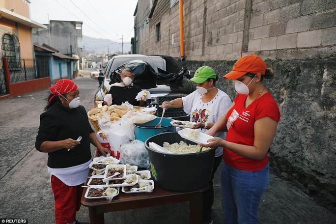Khốc liệt hình ảnh trước và sau thảm họa núi lửa ở Guatemala - Ảnh 14.