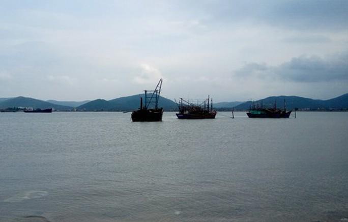 Quên hơn 1.300 tấn clinker dưới biển - Ảnh 1.