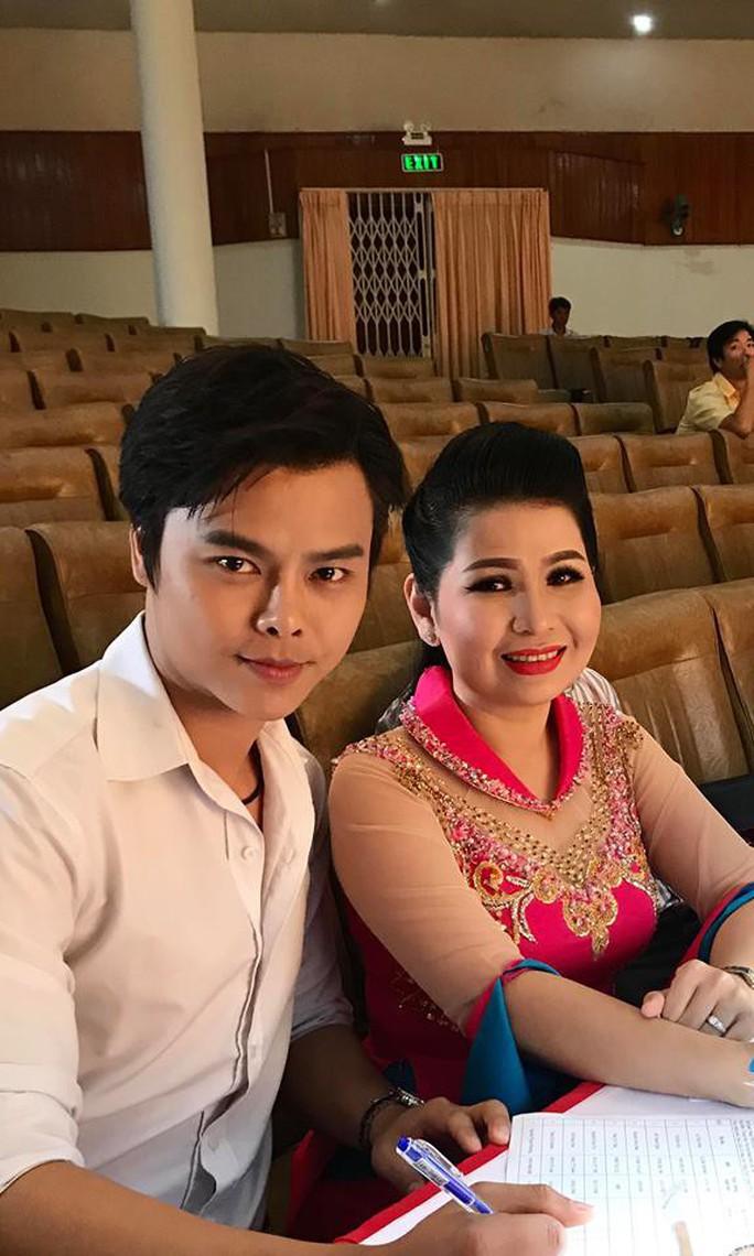 NS Võ Minh Lâm, Hồ Ngọc Trinh ngồi ghế nóng cuộc thi Chuông vàng vọng cổ - Ảnh 1.