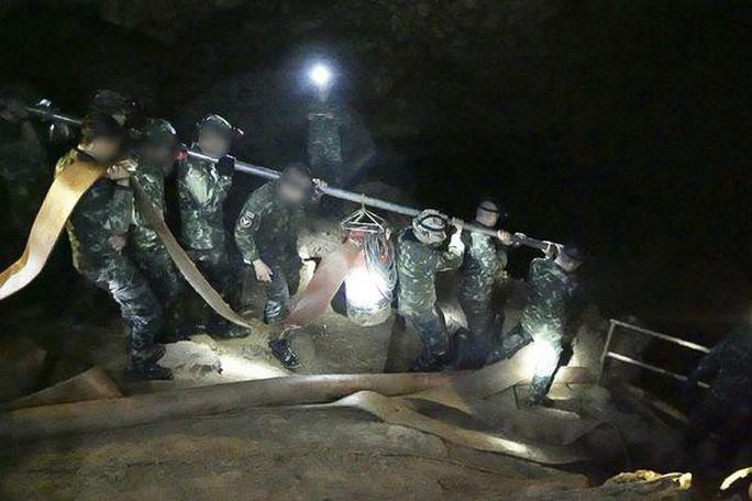 3 mũi giáp công tìm đội bóng mắc kẹt trong hang động Thái Lan - Ảnh 4.
