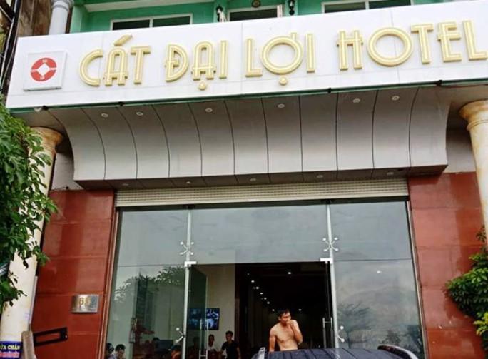 """TP Sầm Sơn lên tiếng vụ chủ khách sạn bị tố đuổi, """"chặt chém"""" du khách - Ảnh 1."""
