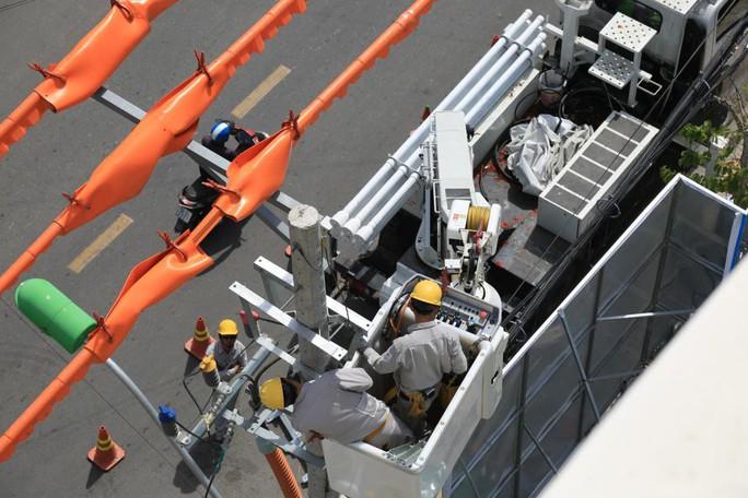 100% công ty điện lực thuộc EVNCPC sửa chữa điện hotline - Ảnh 2.