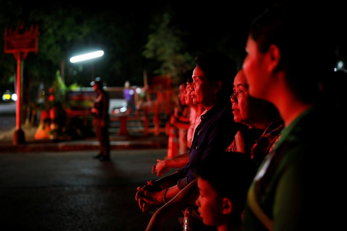 Giải cứu đội bóng mắc kẹt: Thái Lan thở phào... - Ảnh 4.