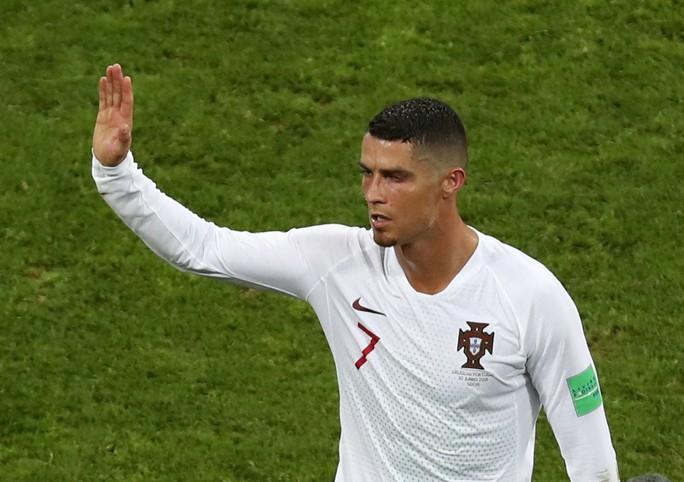 Ronaldo chính thức gia nhập Juventus với giá 105 triệu bảng - Ảnh 3.