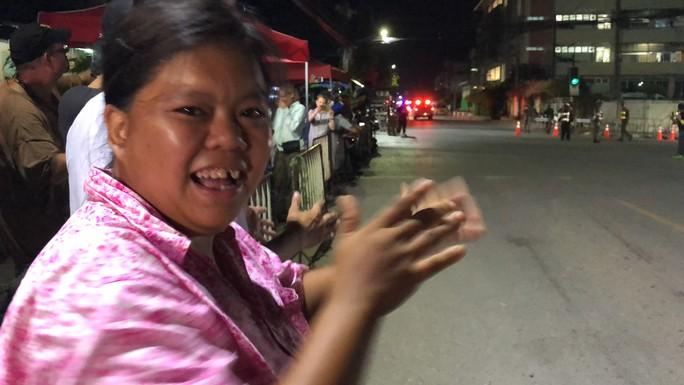 Báo Người Lao Động từ Chiang Rai: Người Thái ăn mừng thâu đêm suốt sáng - Ảnh 13.