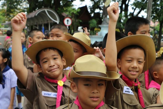 Báo Người Lao Động từ Chiang Rai: Người Thái ăn mừng thâu đêm suốt sáng - Ảnh 2.
