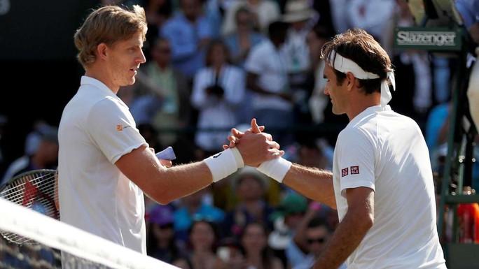 Clip: Bị loại sốc ở tứ kết Wimbledon, Federer quyết phục thù năm tới - Ảnh 1.
