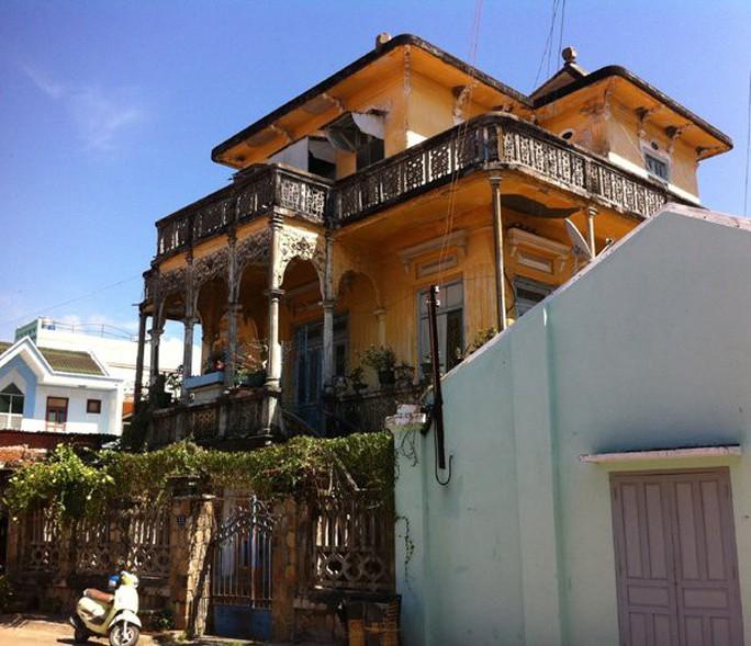 Đại gia mù lấy 3 vợ, xây biệt thự to nhất phố biển Phan Thiết - Ảnh 5.
