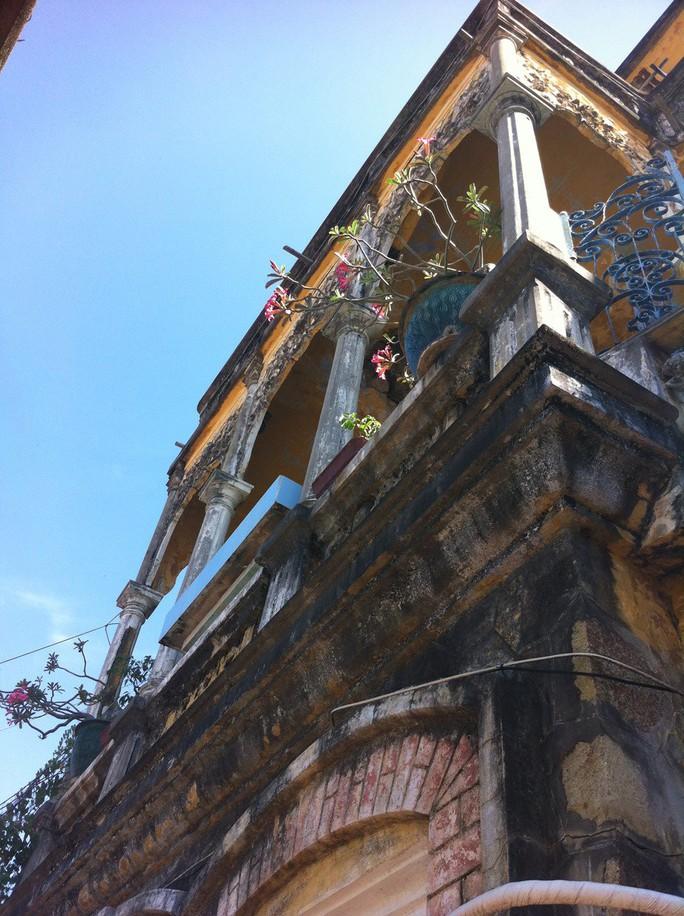Đại gia mù lấy 3 vợ, xây biệt thự to nhất phố biển Phan Thiết - Ảnh 6.