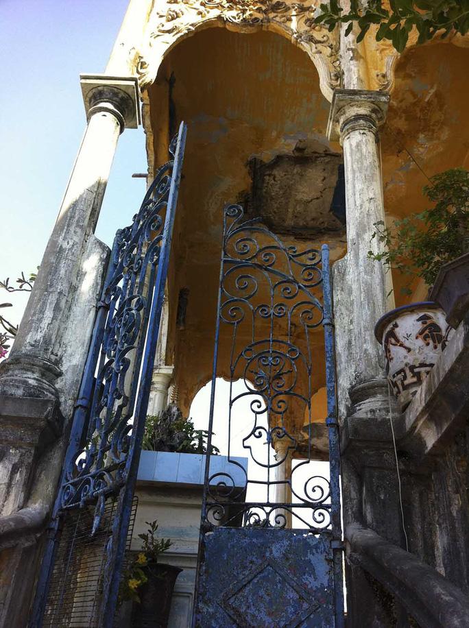 Đại gia mù lấy 3 vợ, xây biệt thự to nhất phố biển Phan Thiết - Ảnh 3.
