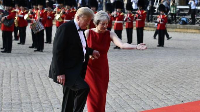 Vừa tới Anh, ông Trump đã phát ngôn sốc về Brexit   - Ảnh 1.