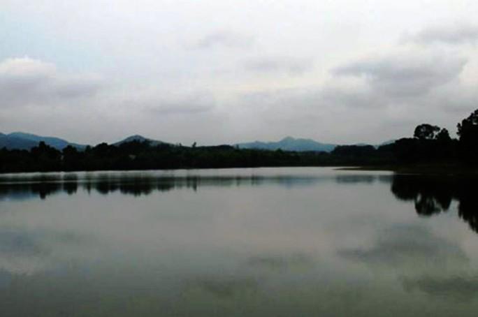 Sáng đi câu, trưa trưởng công an xã chết đuối nổi trên hồ - Ảnh 1.