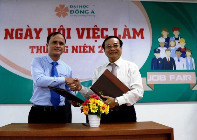 2.372 vị trí việc làm cho SV ĐH Đông Á ngay trước lễ tốt nghiệp - Ảnh 2.