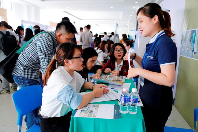 2.372 vị trí việc làm cho SV ĐH Đông Á ngay trước lễ tốt nghiệp - Ảnh 3.