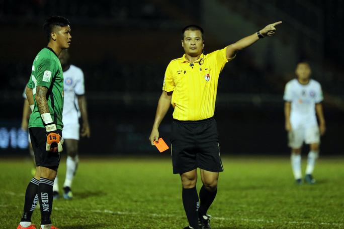BHL SHB Đà Nẵng vào sân phản ứng trọng tài - Ảnh 6.