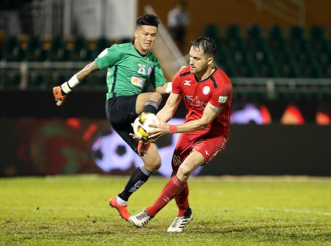 BHL SHB Đà Nẵng vào sân phản ứng trọng tài - Ảnh 2.