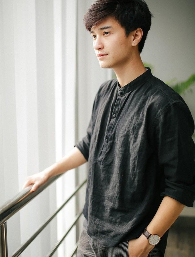 Huỳnh Anh cúi đầu xin lỗi Việt Hương - Ảnh 1.